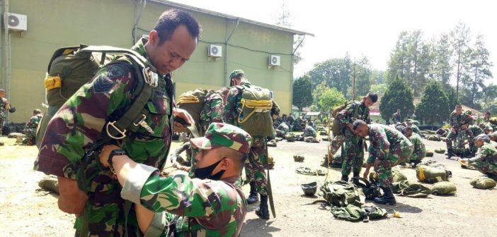 Turut Menentukan Keberhasilan Misi, Yonbekang 2 Kostrad Dukung Latihan Terjun Penyegaran Yonif Para Raider 502