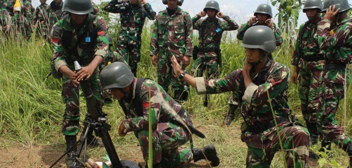 Prajurit Yonif R 321 Kostrad Asah Kemampuan Menembak Lintas Lengkung Mortir