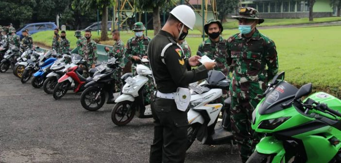 Demi Tegakkan Aturan, Subdenpom III/3-5 Periksa Kelengkapan Dokumen Kendaraan Anggota TNI AD