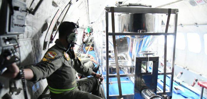 Pesawat CN295 TNI AU Kembali Semai Garam Hari Ini untuk Cegah Hujan Besar di Jabodetabek